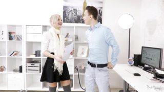 Ukraynalı Sarışın Güzel Para İçin Jartiyerini Giyindi