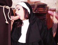 Ateşli Rahibe Papaz Yarrağını Çift Yiyor