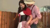 Çiftçi Oğlan Latin Hizmetçiye Samanlıkta Döşedi