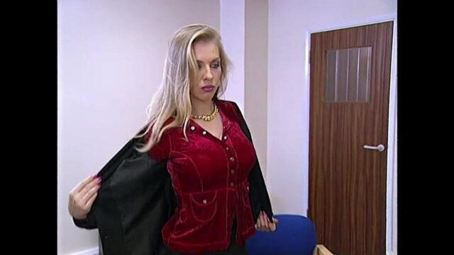 Sarışın Alman Porno Yıldızı Oluyor
