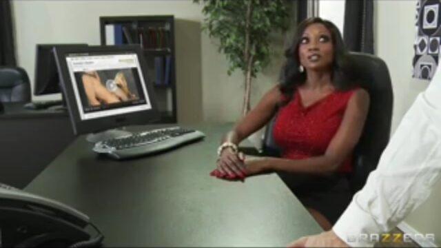 Pornocu Sekreter Sert Yarrağa Çarptı