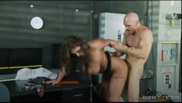Porno Yıldızı Johnny Sins Hava Durumu Sunucusuna Basıyor