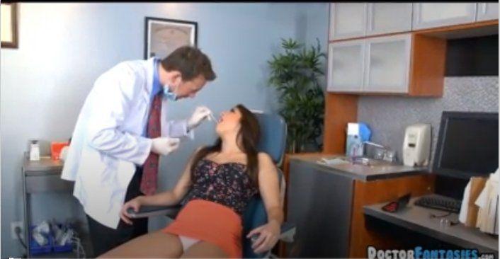 Dişçisinden Korkan Kadını Telkin Etmek Doktora Kaldı