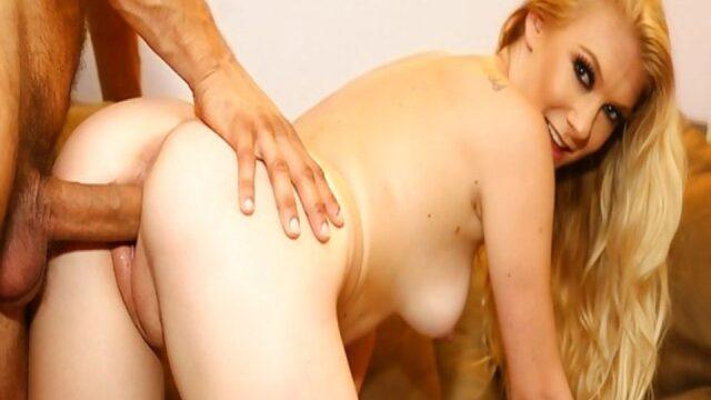 Porno starını domaltıp götten sikiyor