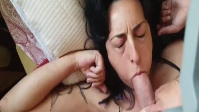 Yaşlı amatör kadını sert sikiyor