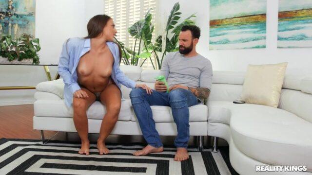 Dolgun Kalçasıyla Anal Seks Sunuyor