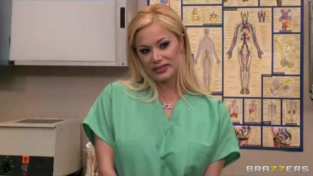 Hemşireyi Muayene Edip Siken Doktor
