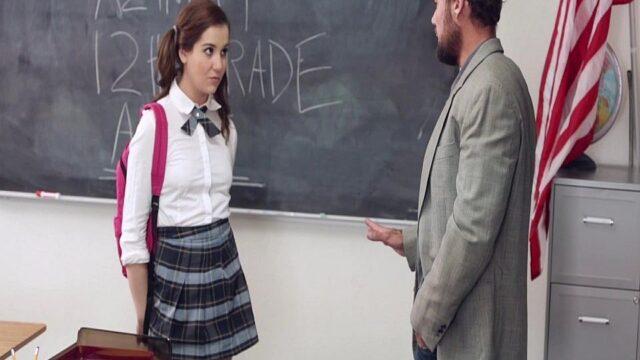 Öğrencisini Farklı Cezalandırıyor