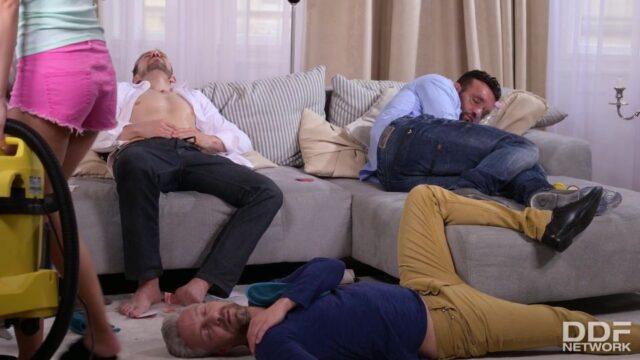 Sızmış Adamlarla Grup Seks
