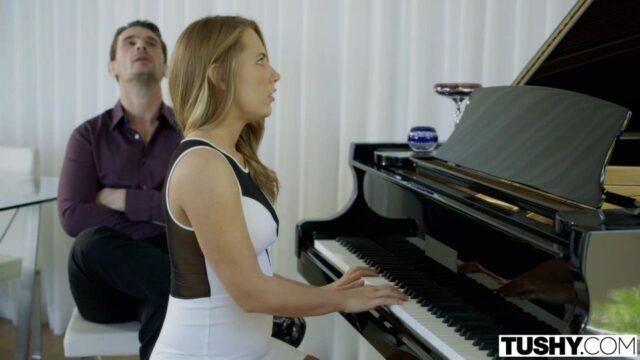 Piyano Hocası Götünü Tokatlıyor