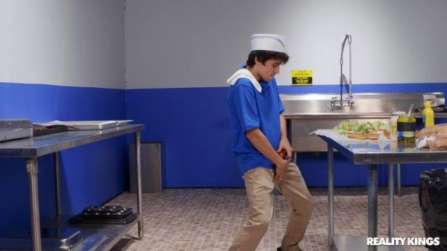 Genç Patronu Mutfakta Sikiyor