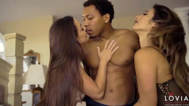 Zenci Adamı Grup Sekse Zorluyor