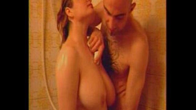 Banyoda Kocasının Arkadaşı Domaltıyor
