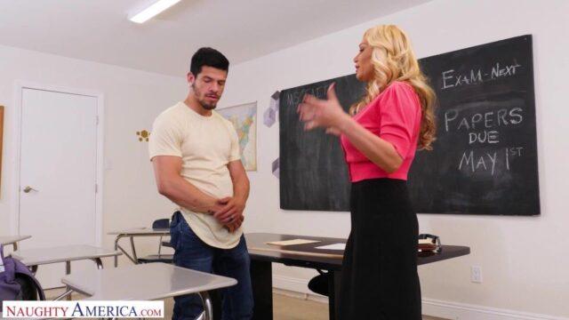 Olgun Öğretmen Sınıfta Yalatıyor